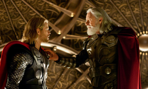 Chris Hemsworth (Thor) y Anthony Hopkins (Odin)