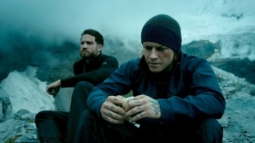 Edgar Ramírez y Luke Bracey protagonizan 'Point Break (Sin Límites). / POINTBREAKMOVIE.COM