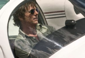Tom Cruise protagoniza 'Barry Seal: el traficante'. / UNIVERSAL